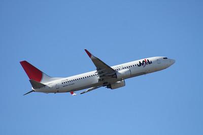 JA301J JAPAN AIRLINES 737-800