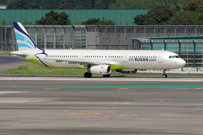 Air Busan Airbus A321-200 HL8213
