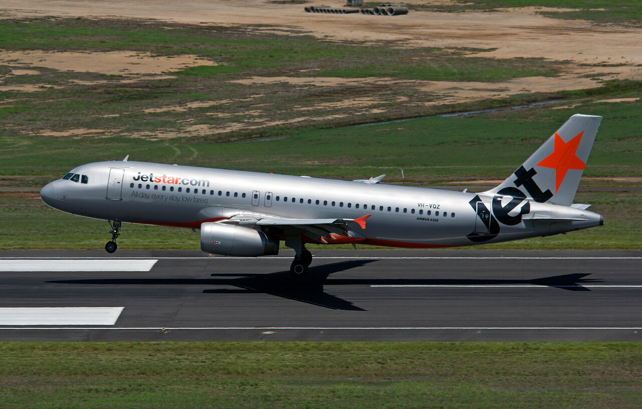 VH-VQZ JETSTAR A320