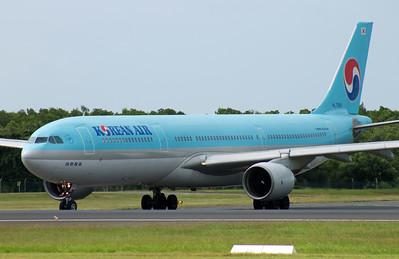 HL-7585 KOREAN AIR A330-300
