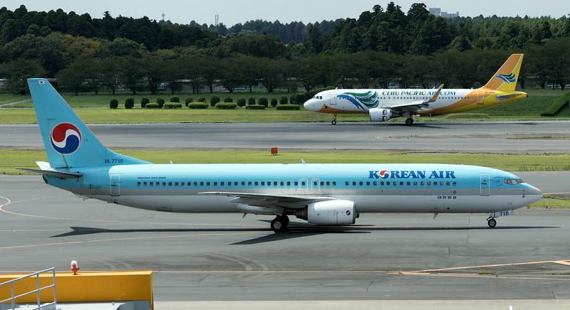 HL7718 KOREAN AIR B737-900