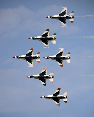 Lockheed Martin F-16 Fighting Falcon - Thunderbirds - Oshkosh Air Show - Oshkosh, Wisconsin - Photo Taken: August 2, 2014