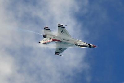 Lockheed Martin F-16 Fighting Falcon - Thunderbirds - Chicago Air & Water Show - Chicago, Illinois - Photo Taken: August 21, 2016