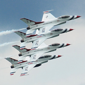 Lockheed Martin F-16 Fighting Falcon - Thunderbirds
