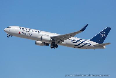N175DZ. Boeing 767-332/ER. Delta. Los Angeles. 230914.