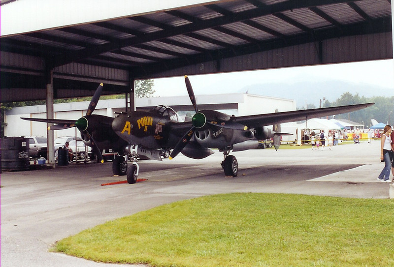September 2004 - Labor Day Air Show - Middlesboro, KY - Planes of Fame Air Muesem, Chino, CA P-38, Porky II