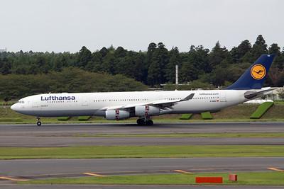 Lufthansa Airbus A340-300 D-AIGU