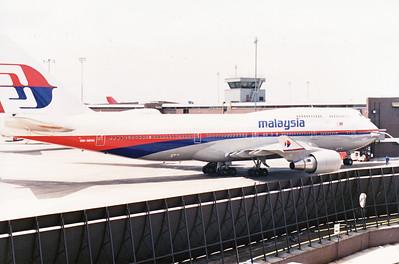 9M-MHN MALAYSIA B747-400