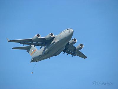 MacDill 2008  C-17 Paratroop drop