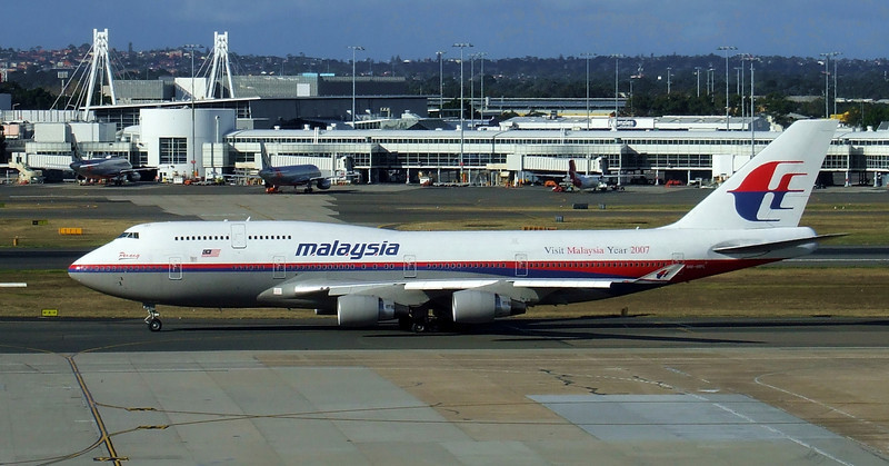 MALAYSIA AIRLINES Boeing 747-400 9M-MPI