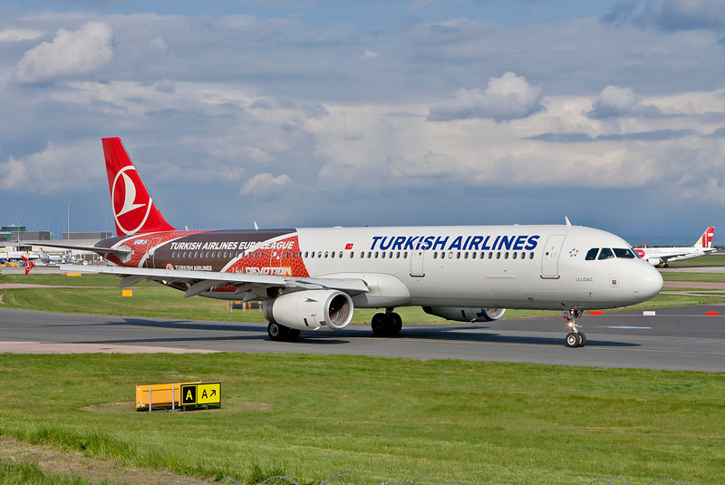 Another Turkish airlines logo jet, this one advertising the Euroleague.