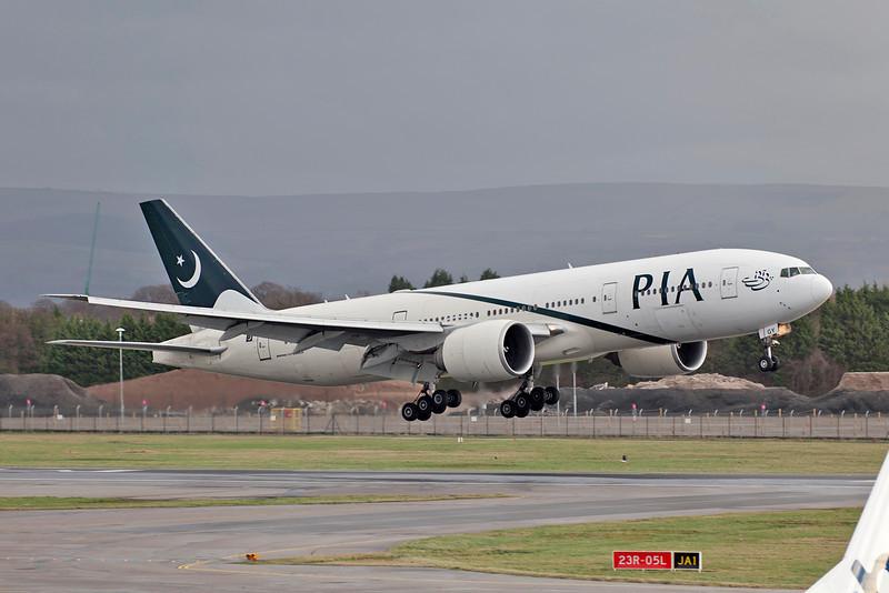 AP-BGY Putting down on runway 23R