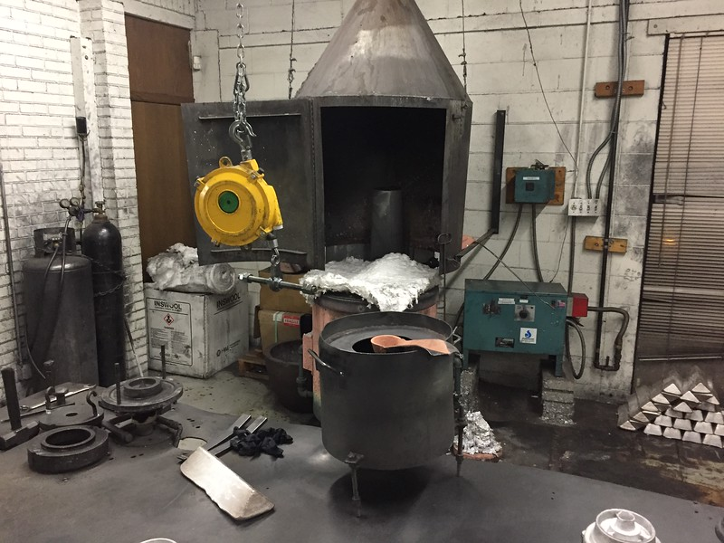 The furnace has a controller that monitors the melting process and ventilation.