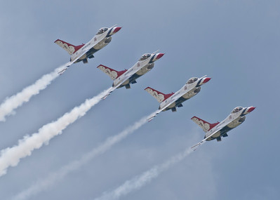 USAF Thunderbirds Echelon Pass