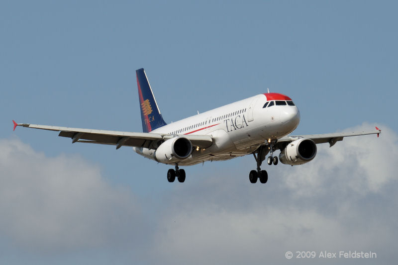 TACA (old colors)<br /> Airbus A319-132