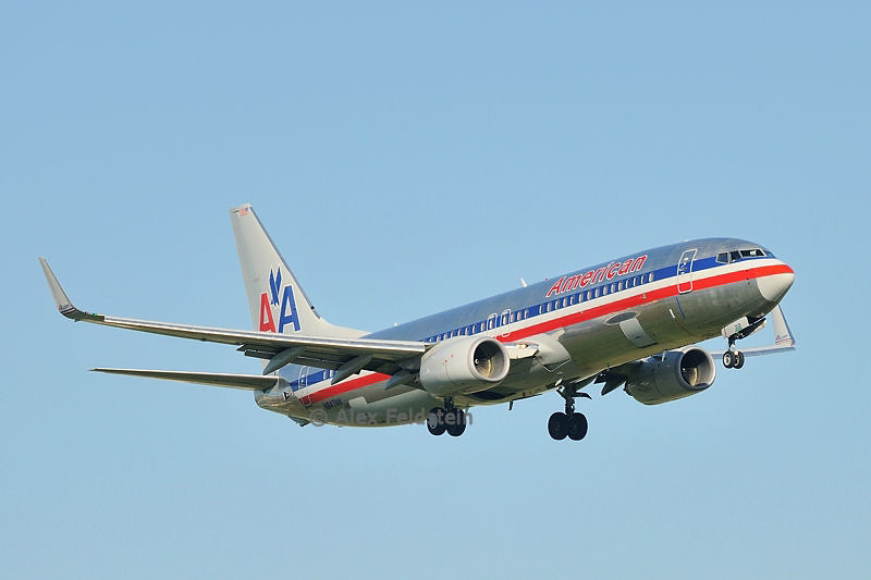 American Airlines Boeing 737-823