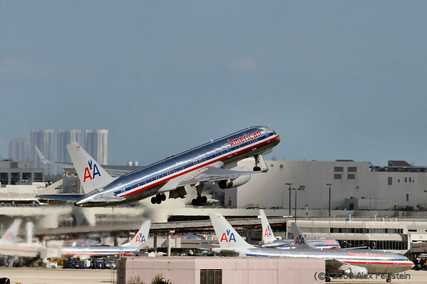 American Airlines B757 taking off at Miami International (KMIA)