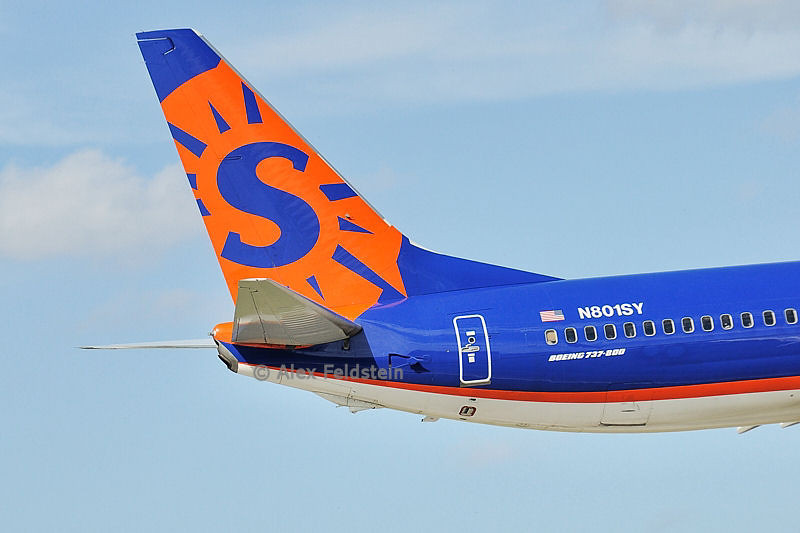 Sun Country Boeing 737-8Q8