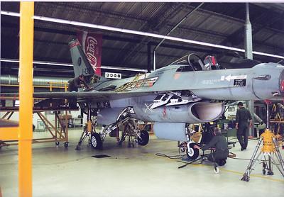 F- 16 onderhoud op vlb twente 2001