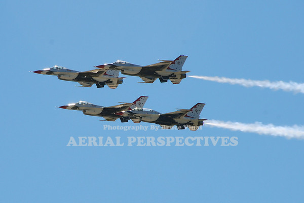 The Thunderbirds/General Dynamics F-16C Fighting Falcons