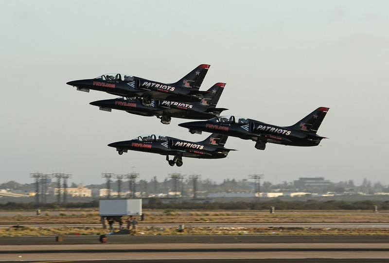 USA 2009 - MCAS Miramar Air Show - Twilight Show - The Patriots Team