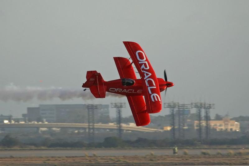 """USA 2009 - MCAS Miramar Air Show - Twilight Show - Sean Tucker """"Oracle Challenger"""""""