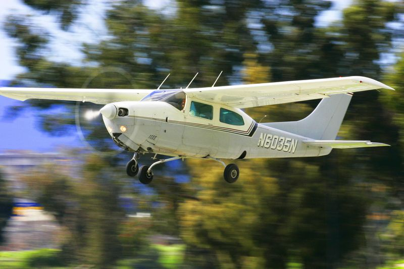 Cessna 210M takeoff from PAO