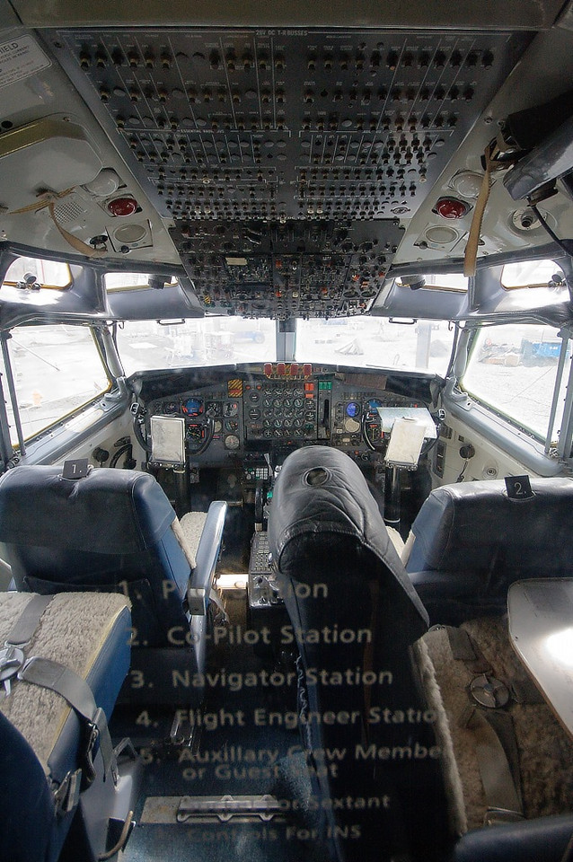 Boeing VC-137B (707-153B) 58-6970 (cn 17925/33) ex-Air Force One  No computer displays in this old school cockpit.