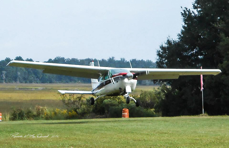 Landing at Berg's Field short grass strip