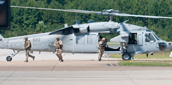 """US Navy Seals egress from MH-60 """"Sierra"""" helicopter from HSC-9, Tridents Squadron"""