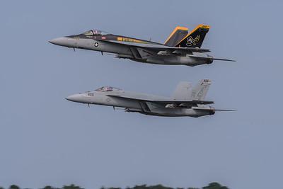 "F/A-18 E Super Hornets from VFA-105 ""GUNSLINGERS"""