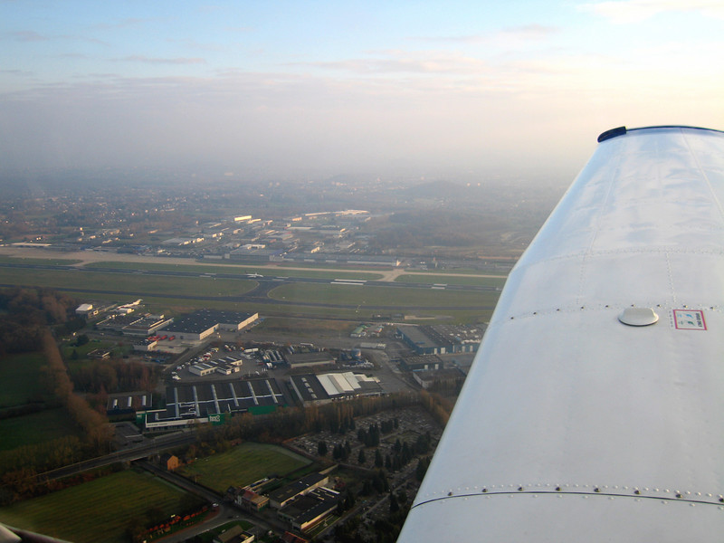 My first semi-successful flight. Thanks to ATC I could cross the CTR of Charleroi airport. Notice the Ryanair 737 rolling on the active runway. What a great seat to look at an airport.