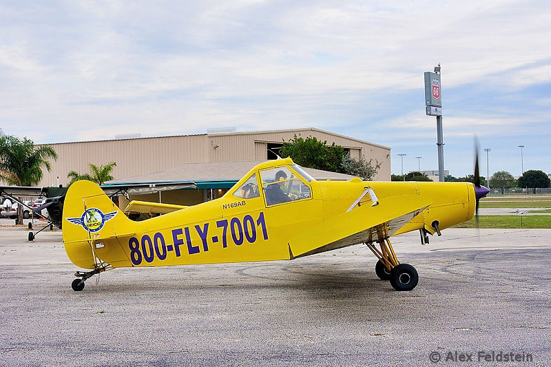 Piper PA-25 used for banner pulling.