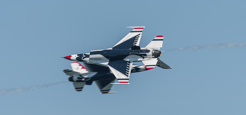 Opposing Knife Edge pass - USAF Thunderbirds #5 and #6