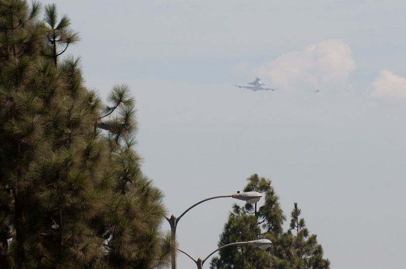 2012-09-21 - Space Shuttle Endeavour (OV-105) Fly-By - 011 - _DS32682