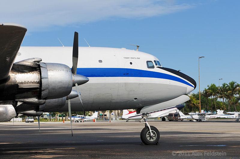 Douglas C-118B Liftmaster (DC-6A)