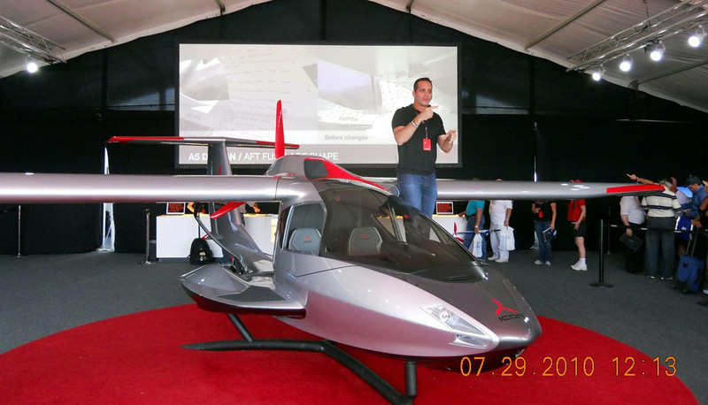 Company CEO and former f16 pilot explains the design of the plane to the crowd.