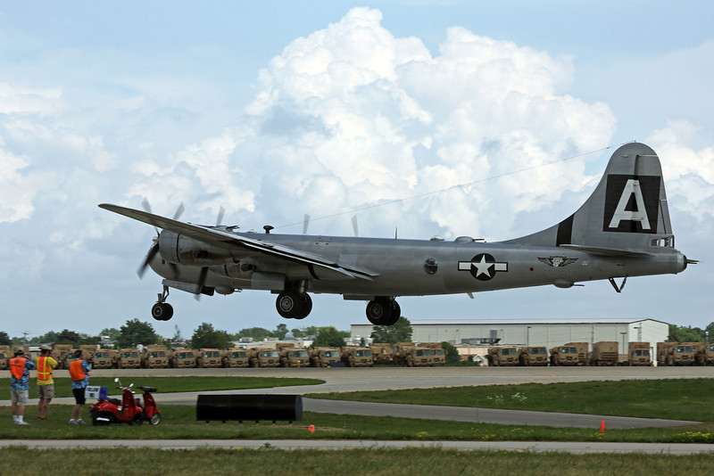 "Boeing B-29 ""FIFI"" landing at Oshkosh 2012"
