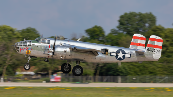 430734 (N9079Z). North American B-25J Mitchell. USAAF. Oshkosh. 250719.