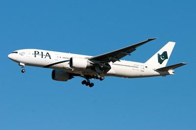 AP-BGY   777-240(LR)   33781