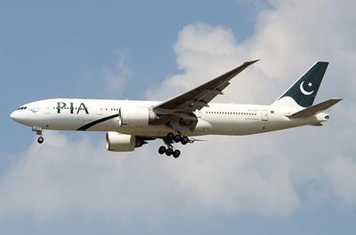 AP-BGY   777-240LR   33781