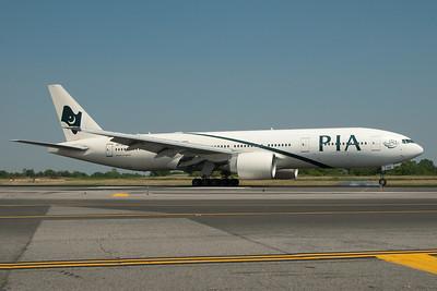 AP-BGK   777-240(ER)   33776