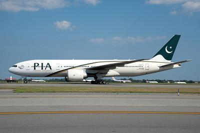 AP-BGZ   777-240(LR)   33782