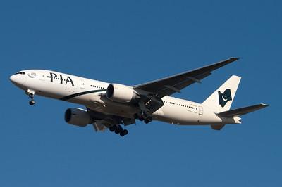 AP-BGJ   777-240(ER)   33775