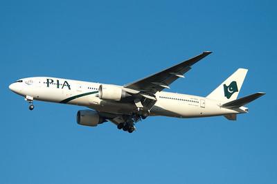 AP-BGL   777-240(ER)   33777