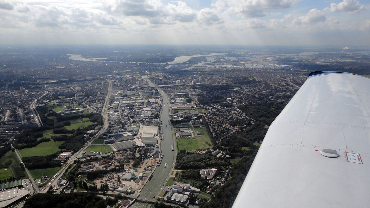 Inbound to ALBER, before joining the circuit for landing. You can see Antwerpen city, the river, the port as well the powerplant of Doel at the far right.