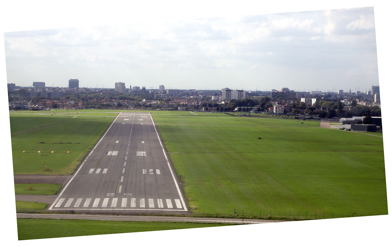 View on RWY 29 in final during a practiced forced landing. Correcting after overshooting the centreline from left base.