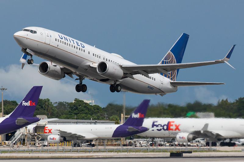 N76502 - United Airlines
