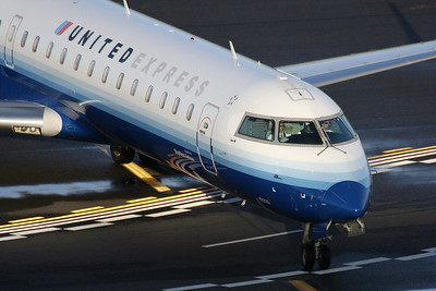 United Express (SkyWest Airlines) - Bombardier CRJ-701ER (CL-600-2C10) N767SK (cn 10233)
