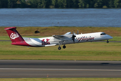 "Horizon Air Bombardier DHC-8-402Q Dash 8 N402QX s/n 4032 ""The University of Montana"""